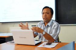 Visiting PhD student I Wayan Budiarta (Udayana University, Bali) speaks at the CRLD seminar series.